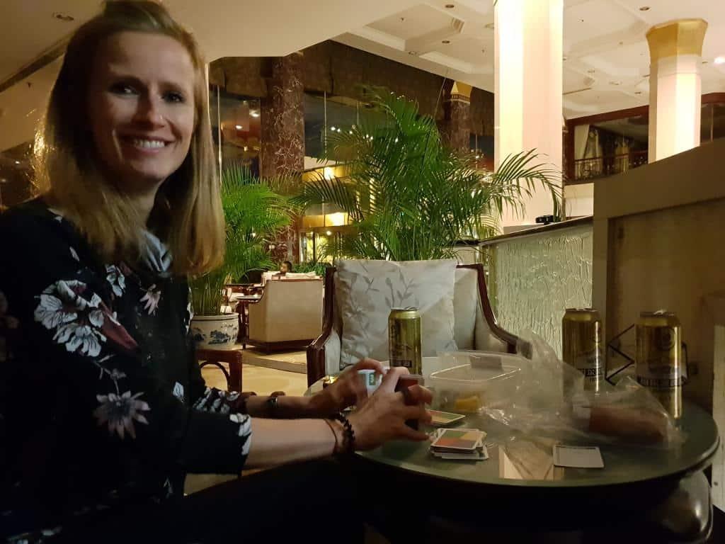 ankunft china lobby hotel prime peking karten spielen nacht