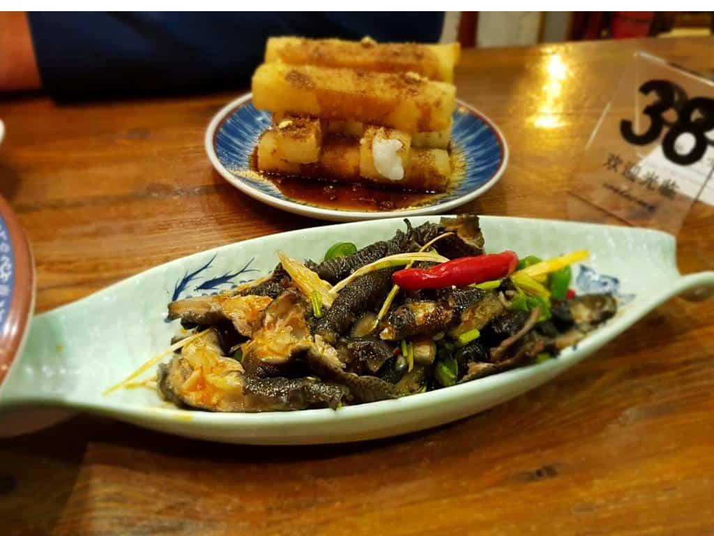 hühnerfüße chinesische Delikatesse auf einem teller serviert