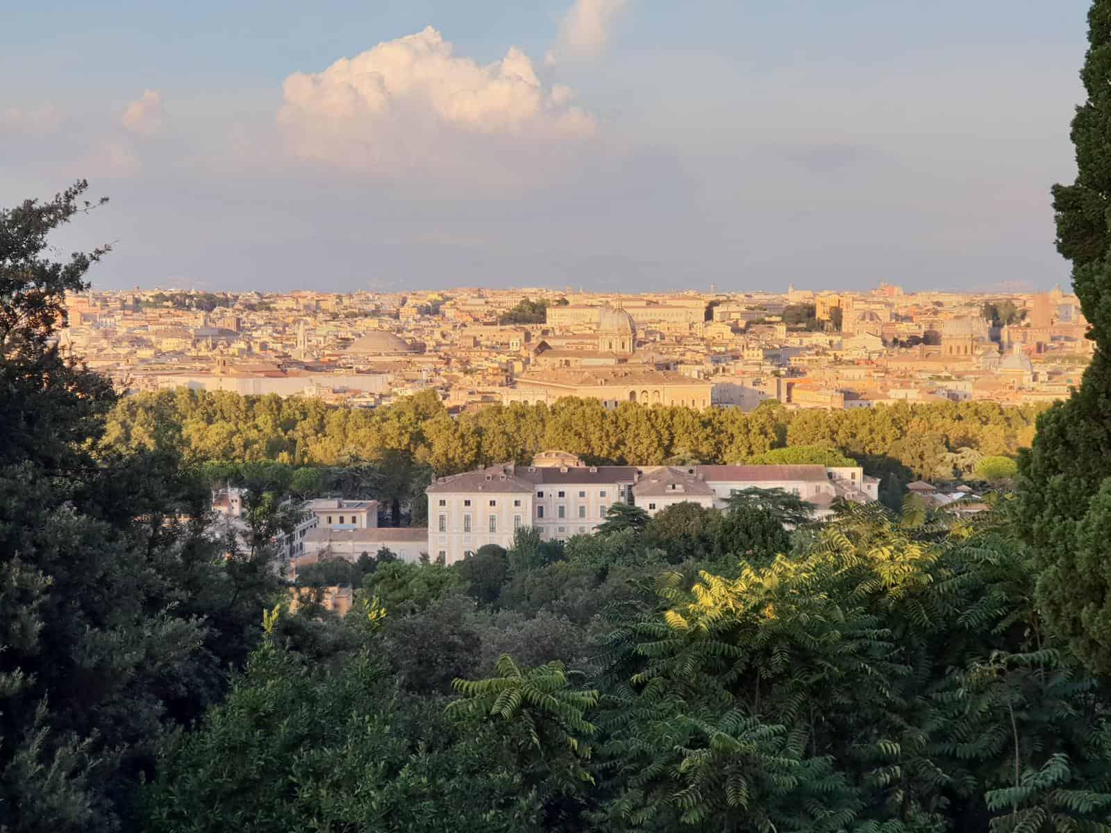 weinblog-italien-blick-auf-rom-und-Petersdom-beim-Sonnenuntergang