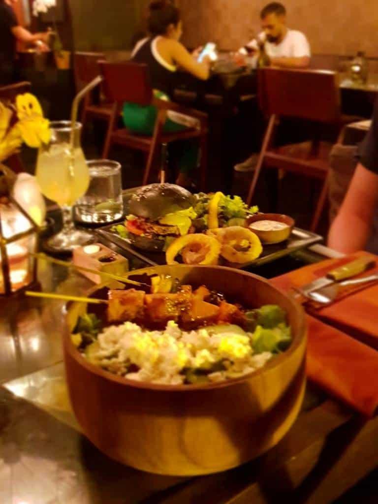 leckeres essen in einem restaurant in Ubud