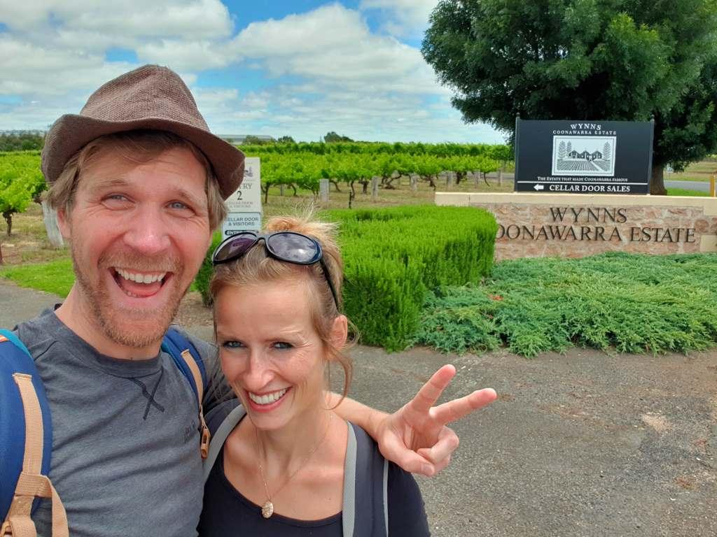 coonawarra wine walking trail jule und jost vor weingut wynns