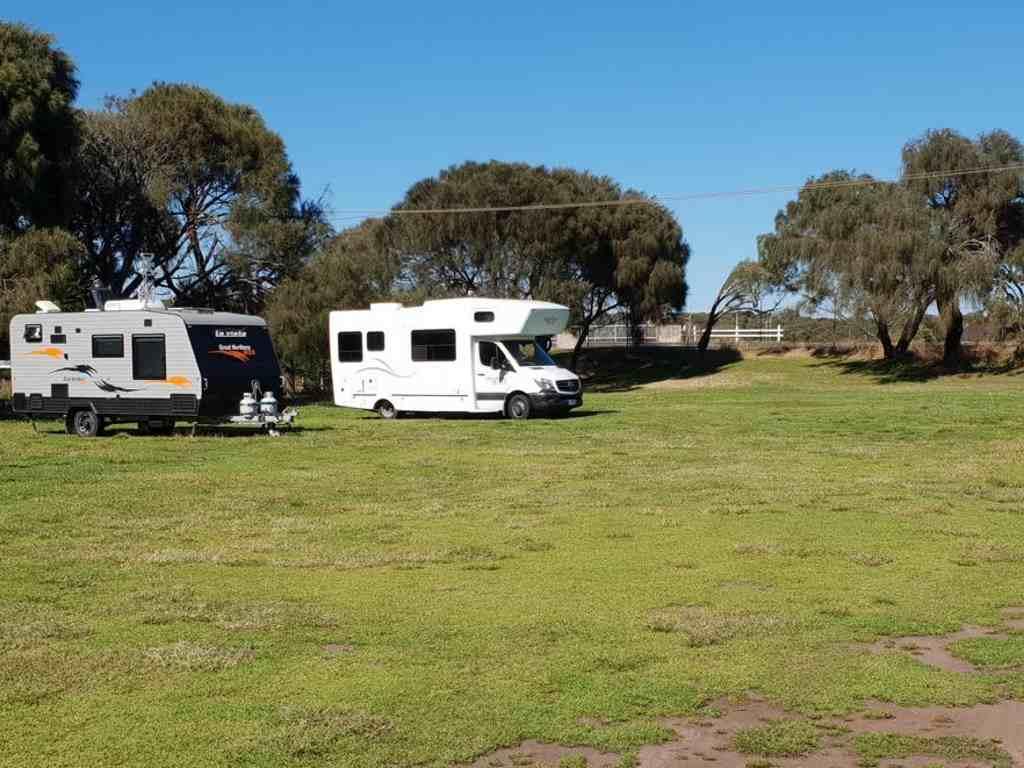 unser wohnmobil auf einem freien rastplatz in australien