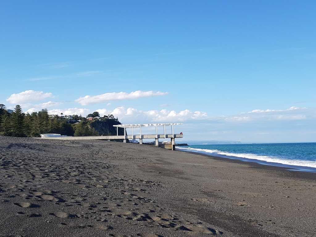 schwarzer strand in hawkes bay