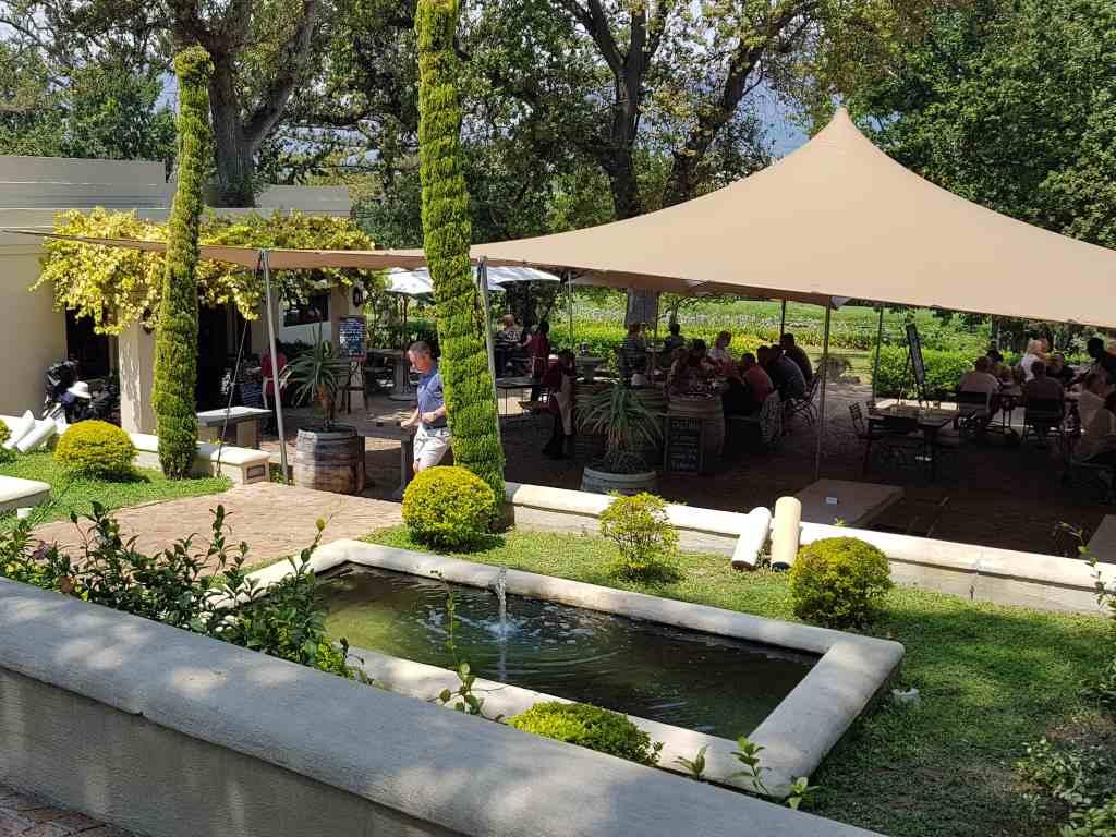 kleine zalze restaurant mit terrasse