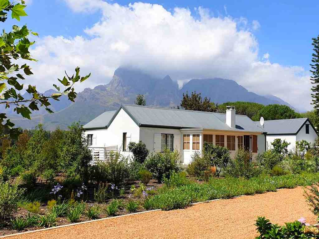 ein cottage vom weingut boschendal auf unserer weinreise durch suedafrika in der weinregion stellenbosch