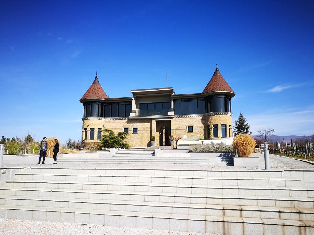 weinreise mazedonien chateau kamnik praechtiges gebaeude